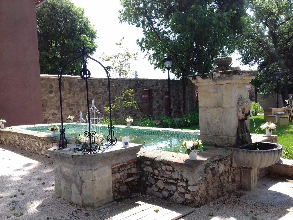 lavoir-fontaine, espace extérieur, domaine de la baratonne, brunch