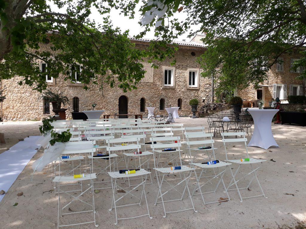 domaine de la ROTONDE, chaises square alignées pour une cérémonie